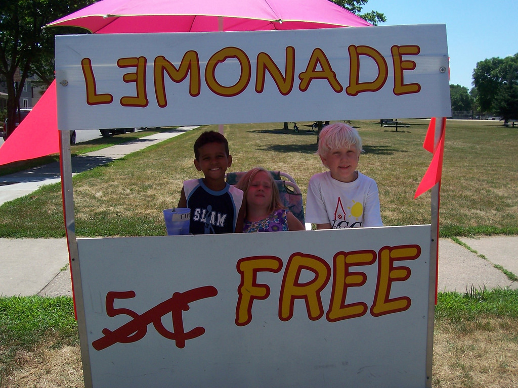 Ways for Kids to Make Money - Lemonade Stand